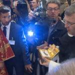 Левое ребро святителя Николая помещено в специальный ковчег под бронестеклом