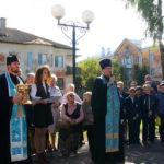 Протоиерей Павел Колосов произносит речь на открытии обновленного сквера 49й Армии