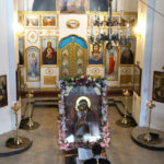 """Настоятель храма перед иконой """"Взыскание погибших"""""""